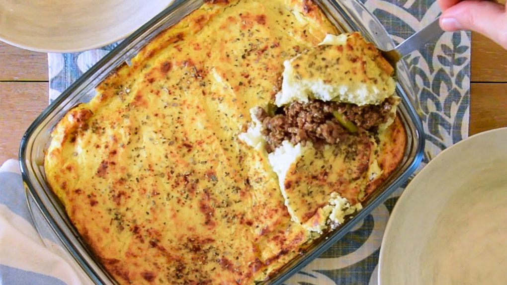 Keto Cottage Pie Recipe with a Low-Carb Creamy Cauliflower Mash Topping (Easy)
