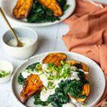 Patate douce garnie aux épinards et sauce yaourt