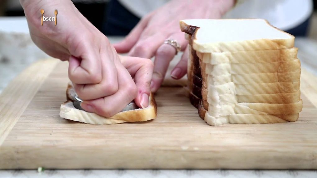 Cheesy Discs | Easy To Make Baked Bread Appetizer By Ruchi Bharani