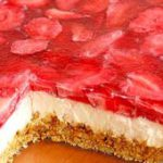 This Strawberry Pretzel Dessert just begging you to make it for your next summer…