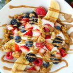 The BEST Breakfast Banana Split | This healthy, easy, and clean eating recipe ma…