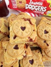 Yummy white chocolate Jammie Dodger Blondies with biscuits and strawberry jam! A…