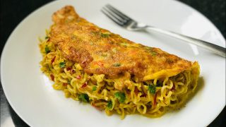 Maggi Omelette Recipe | Maggi Egg Omelette | Noodles Omelette | Easy Snacks Recipe|Breakfast Recipe