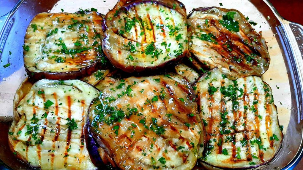 How to prepare an appetizer using grilled eggplants.Italian recipe.Pampagana