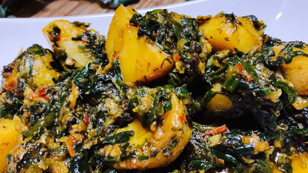 Dhaba Style Aloo Palak   aloo palak recipe   4k [vegetarian recipes]